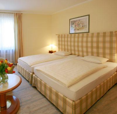 Hotel_Garni_Golf_Ascona_2019_Dreibettzimmer